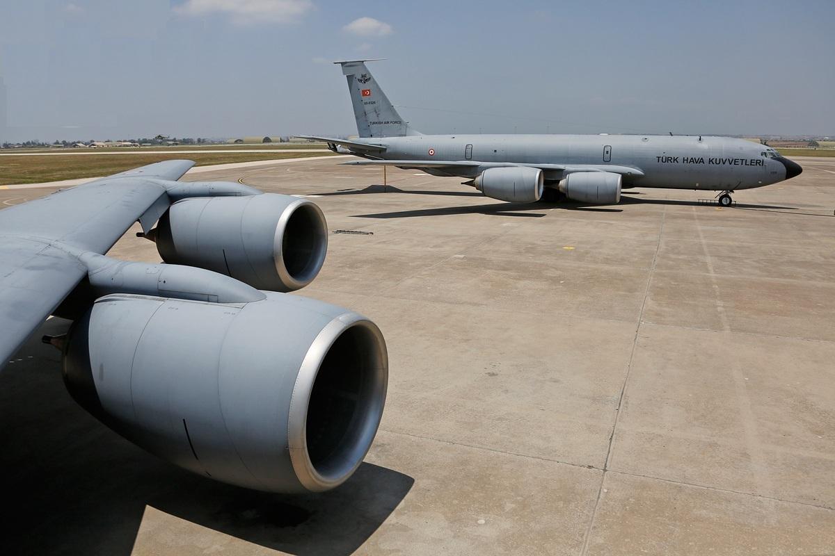 Aπό τα 7 αεροσκάφη εναέριου ανεφοδιασμού KC-135R Stratotanker που διαθέτει η Τουρκική Πολεμική Αεροπορία, μόνο τα 4 ήταν διαθέσιμα την νύχτα του πραξικοπήματος (λόγω προγραμματισμένης συντήρησης των υπολοίπων τριών) και εξ΄αυτών το 1 σε ετοιμότητα για άμεση απογείωση.
