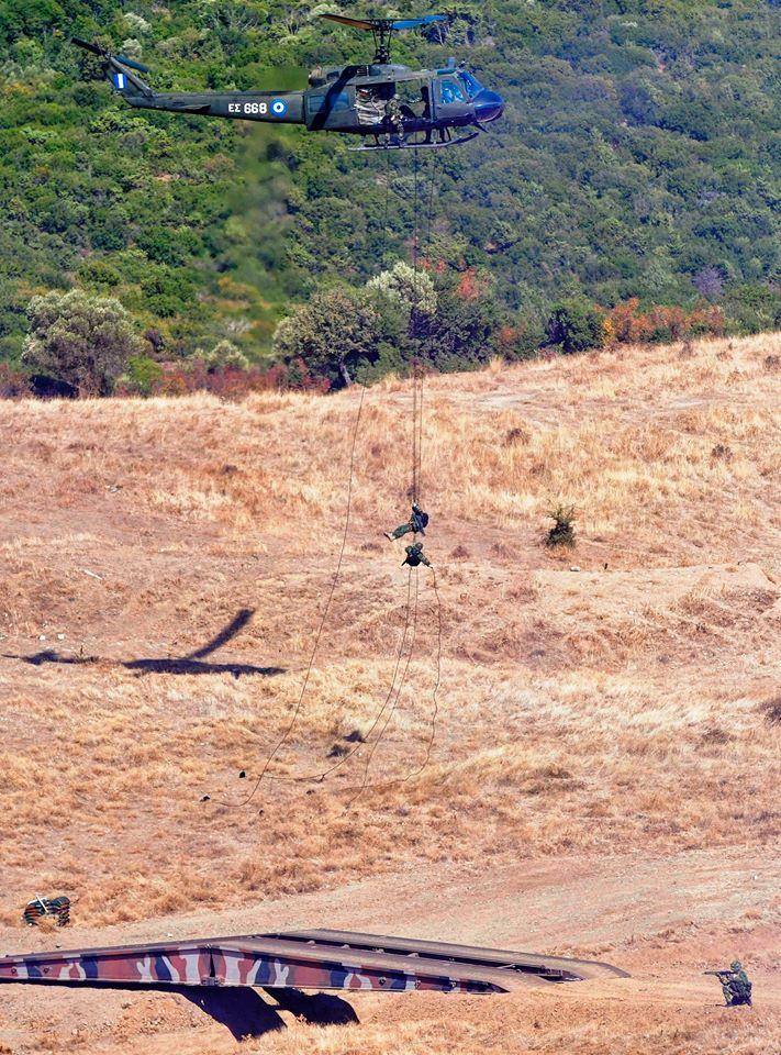 Ενέργεια τμήματος Ειδικών Δυνάμεων από ελικόπτερο UH-1H Huey με τη μέθοδο RAPPEL ταυτόχρονα με ενέργεια προκατάληψης γέφυρας στα μετόπισθεν του εχθρού στις 7 Οκτωβρίου 2016.
