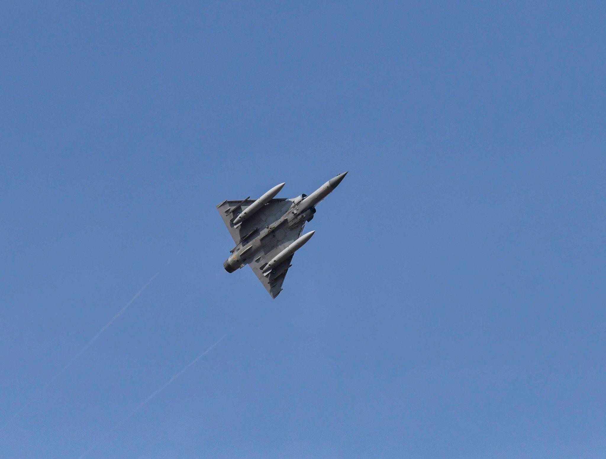 Εμπλοκή και αερομαχία φίλιων αεροσκαφών Mirage 2000 με εχθρικά Α/Φ F-16.