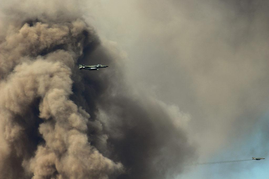 Εκτίμηση ζημιών προσβληθέντων στόχων από ζεύγος αεροσκαφών RF-4E της 348 Μοίρας Τακτικής Αναγνώρισης.